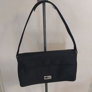 Beautiful black shoulder bag by Guess 🍀